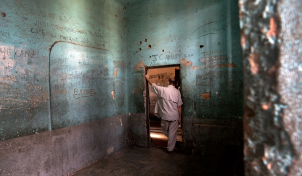 An UN security officer stands at a cell entrance of a jail in Bunia in the DRC. A new policy by Ban Ki-Moon would curtail security officers' ability to negotiate safer working conditions, even though their work brings them to high-risk areas.   (UN Photo/Sylvain Liechti) Maybe all our democratic leaders can be put away in places like this!