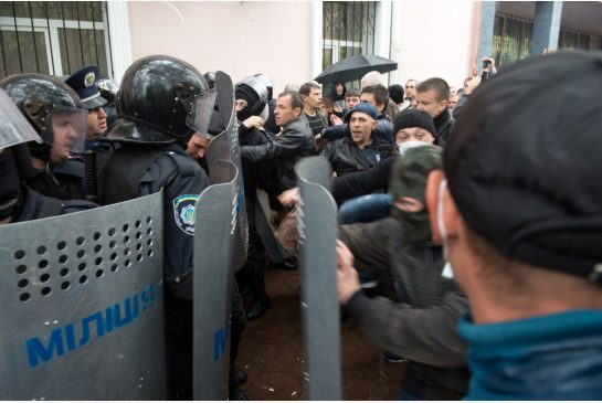 pro Russians tussle with Ukrainian police in Odessa